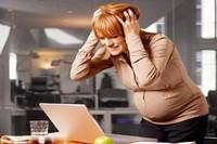 女人三十岁生孩子晚不晚 来比比生孩子早晚区别